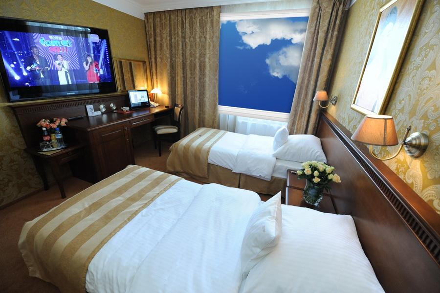 elegancki pokój w hotelu w poznaniu